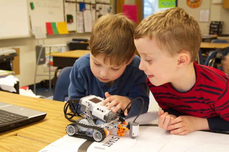 kids-designing-robot